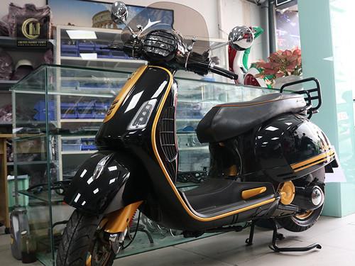 Sơn Xe Vespa GTS Đen Bóng – Combo Vàng Đồng