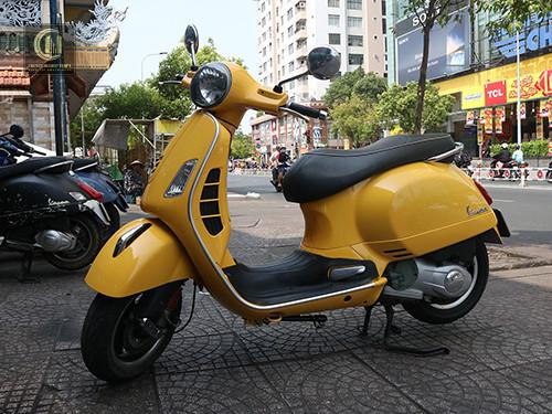 Sơn Xe Vespa GTS Màu Vàng Đậm